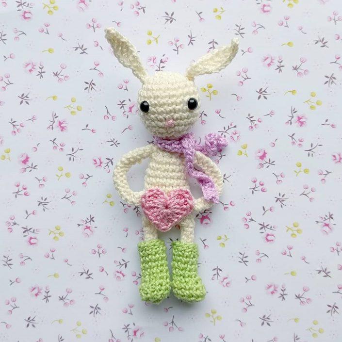 Clara loves carrots - crocheted by Monigurumi - Pattern by Polaripop